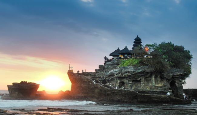 Храм Танах-Лот на Бали