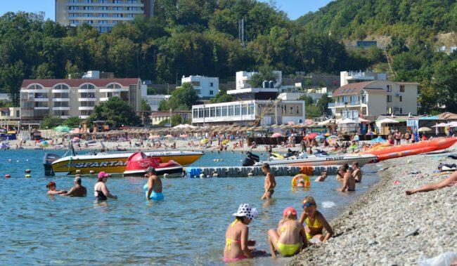 Центральный пляж в Небуге