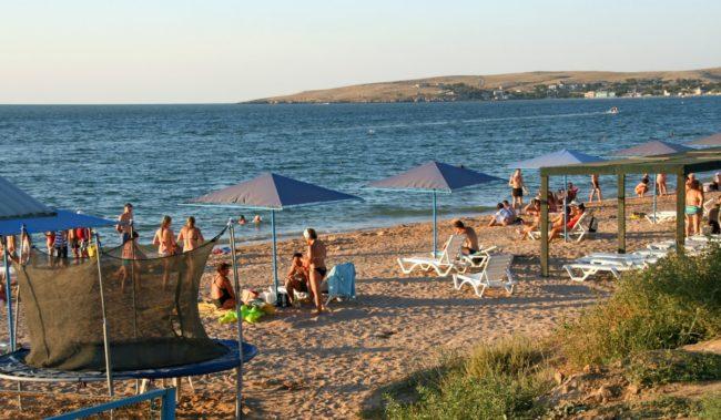Центральный пляж в Щелкино
