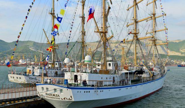 Морские прогулки в Новороссийске по Цемесской бухте
