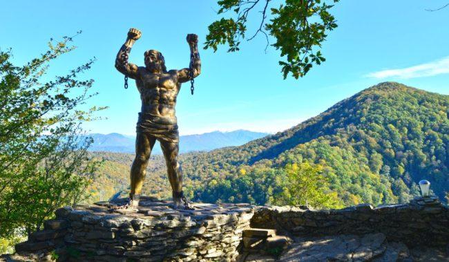 Орлиные скалы и скульптура Прометея