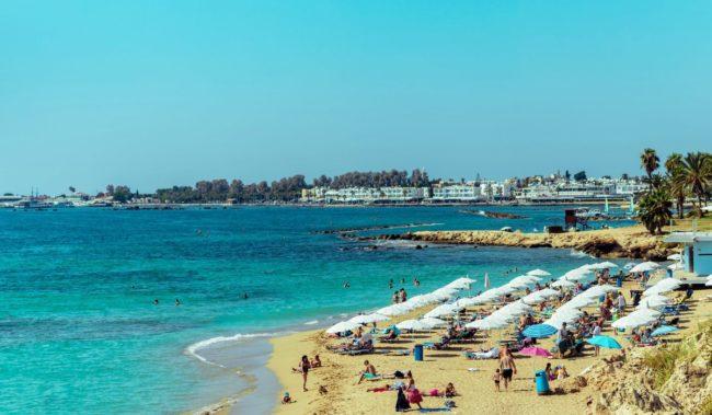 Пляж Корал-Бэй в Пафосе