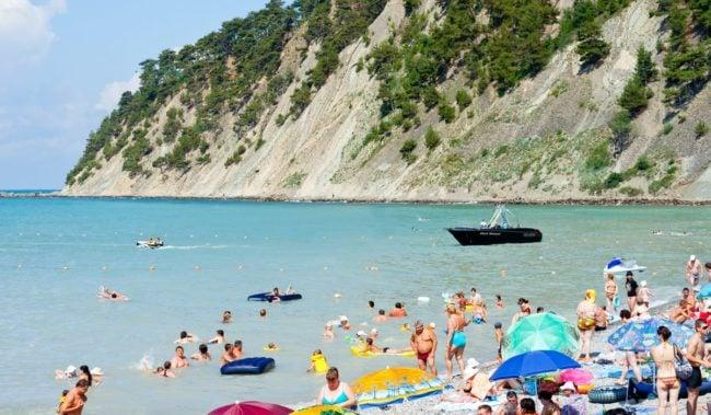 Пляж в бухте Инал