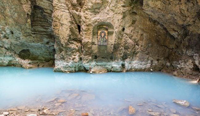 Подземное озеро в пещере Провал