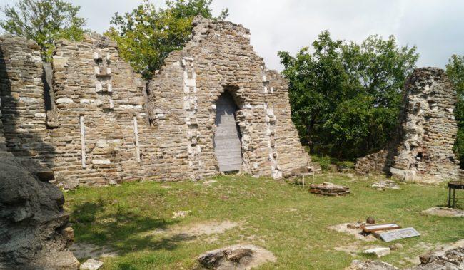 Руины Византийского храма в Лоо