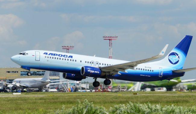 Самолет авиакомпании Алросы Boeing 737-800