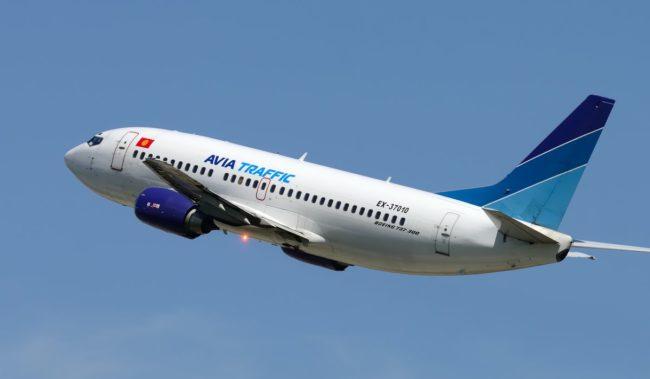Самолет авиакомпании Avia Traffic Company Boeing 737-300