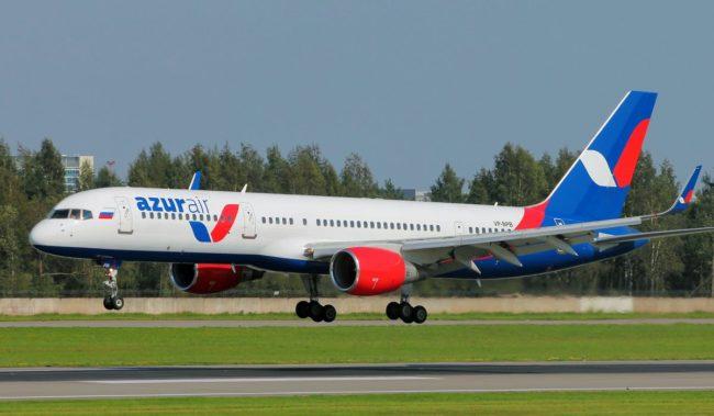 Самолет авиакомпании Azur Air Boeing 757-200