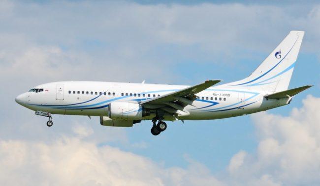 Самолет авиакомпании Газпром Авиа Boeing 737-700