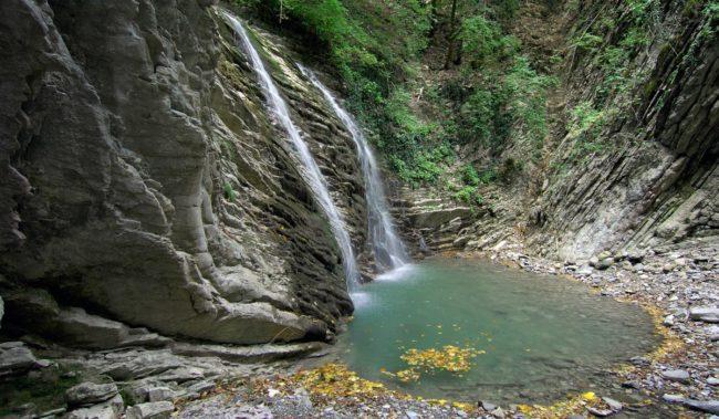 Водопад в Небуге